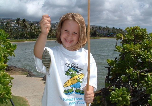 A 'Keiki Club' kid learns how to fish